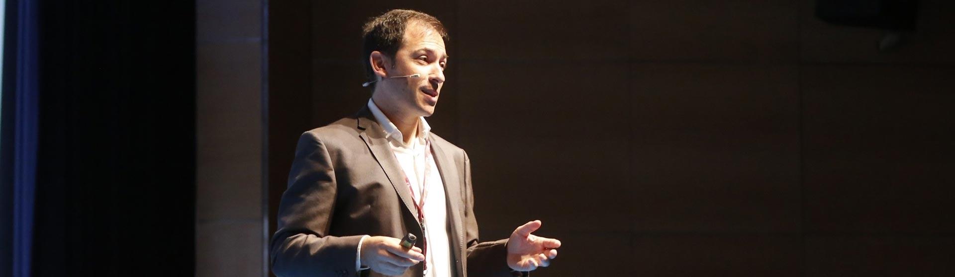 Héctor Robles profesor master innovación empresarial